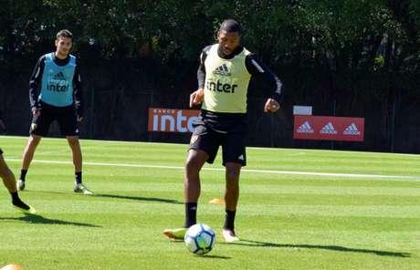 ucilei tem treinado bem e pode reaparecer na equipe titular do São Paulo - Érico Leonan/São Paulo FC