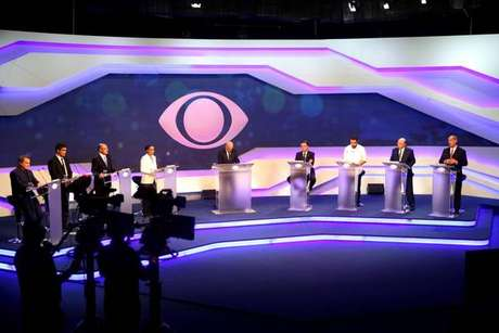 Candidatos evitam confrontos em 1º debate na TV