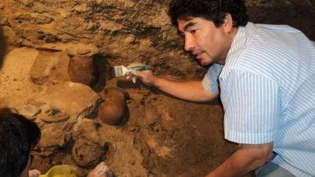 O arqueólogo Sergio Gómez diz que mais de 100 mil objetos objetos foram recuperados no túnel