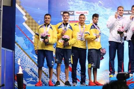 Gabriel Santos, Marcelo Chierighini, Marco Antonio Ferreira Junior e Pedro Spajari conquistaram a prata no revezamento 4x100 livree levaram o ouro com a eliminação dos norte-americanos no Pan-Pacífico.