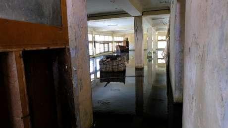 Prédio fica completamente alagado após enchente