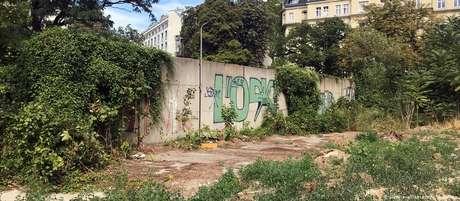 Trecho estava parcialmente encoberto em terreno perto da sede do Serviço Federal de Inteligência da Alemanha (BND).