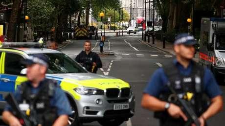 Polícia isolou a área ao redor do Parlamento