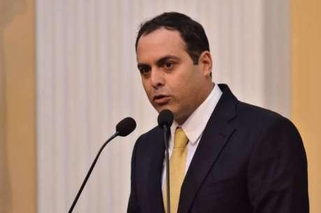 Desde a pré-campanha à reeleição, Paulo Câmara tem incluído a defesa do ex-presidente em seus discursos.