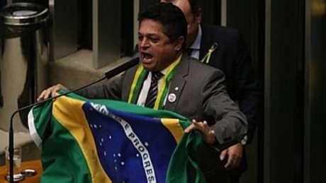 João Rodrigues foi condenado por crimes de dispensa irregular de licitação e fraude a licitação.