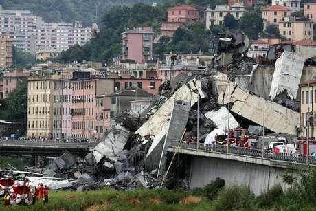 Trecho que desabou da ponte Morandi, em Gênova 14/08/2018 REUTERS/Stefano Rellandini