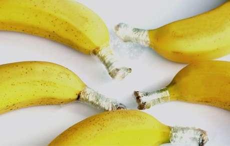 Cabo das bananas envolvido com plástico-filme