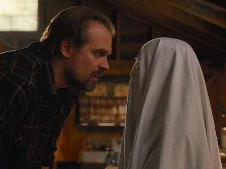 """De """"Stranger Things"""": David Harbour revela que relação de Hopper e Eleven (Millie Bobby Brown) será divertida na 3ª temporada!"""