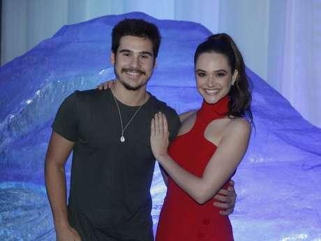 Juliana Paiva fala sobre seu relacionamento com Nicolas Prattes e conta que estão felizes