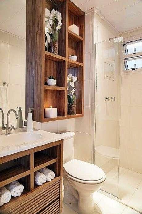 3. Decoração de banheiro com nicho de madeira