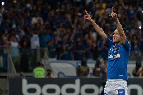Thiago Neves abriu o placar para o Cruzeiro