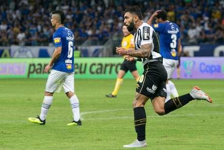 Gabigol empatou para o Santos ainda no primeiro tempo