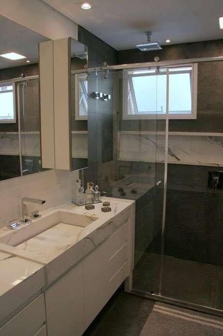 29. Linda decoração com nicho para banheiro em porcelanato