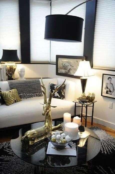 40. Decoração moderna para sala de estar com mesa de centro redonda e preta – Foto: MHerger Furniture