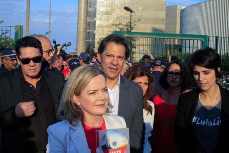 Presidente do PT, Gleisi Hoffmann protocolou candidatura de Lula ao lado de Haddad e Manuela D'Ávila