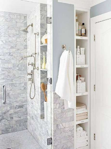 25. O nicho para banheiro é excelente para manter o ambiente mais organizado