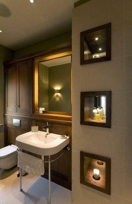 53- Nicho para banheiro feito em madeira e espelho interno. Fonte: Pinterest
