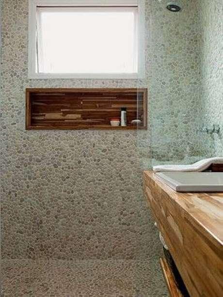 60- Nicho para banheiro confeccionado em madeira é muito resistente. Foto: Pinterest