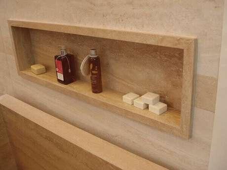 54- Nicho para banheiro em mármore deixam o ambiente com um visual elegante. Fonte Decorati