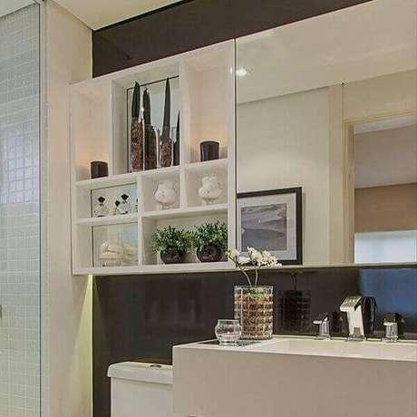 62 Nicho para banheiro ajudar a decorar e organizar o espaço. Fonte: Pinterest