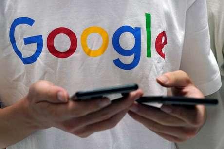 Camiseta com logo do Google   03/08/8 REUTERS/Aly Song