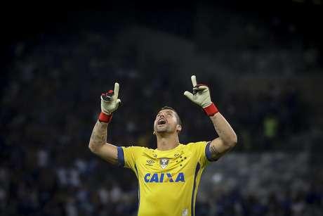 Fábio defendeu três pênaltis e foi o destaque da partida