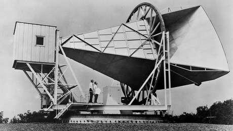 Penzias e Wilson usavam essa antena para detectar ondas de rádio quando se depararam com um ruído estranho