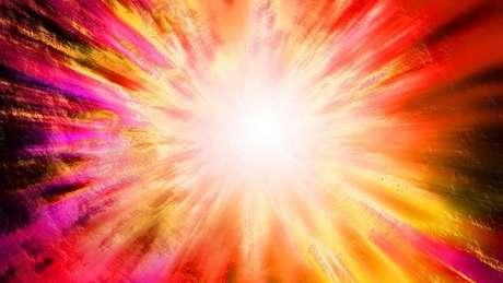 Até meados dos anos 1960, não havia evidência que sustentasse a teoria da Grande Explosão