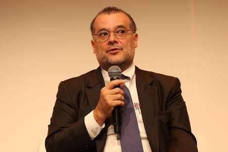 """O economista Gustavo Franco, coordenador das propostas na área de economia do programa de governo do Novo nas eleições 2018, disse nesta quinta-feira, 17, que a Petrobras sobreviveu a um """"ataque monstruoso"""" e defendeu a venda de partes """"periféricas"""" da empresa"""