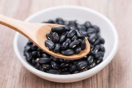 Grãos de feijão preto