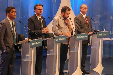 Presidenciáveis durante debate na sexta-feita, 18, exibido pela RedeTV!