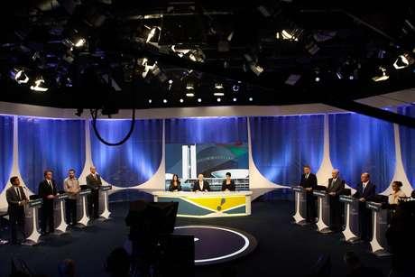 Os candidatos à Presidência da República Cabo Daciolo (Patriota), Jair Bolsonaro (PSL), Guilherme Boulos (PSOL), Ciro Gomes (PDT), Álvaro Dias (Podemos), Henrique Meirelles (MDB), Geraldo Alckmin (PSDB) e Marina Silva (Rede) participam de debate eleitoral entre os candidatos a presidente promovido pela RedeTV!