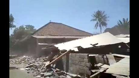 Escombros em Lombok, na Indonésia, depois do terremoto deste domingo, 19