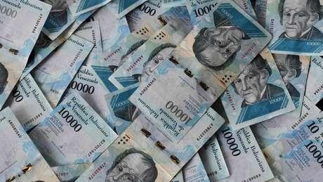A desvalorização do bolívar forte fez com que transações financeiras cotidianas alcançassem cifras bilionárias