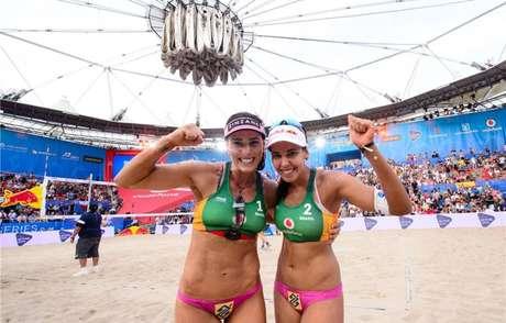 Ágatha e Duda conquistam o título da temporada do vôlei de praia