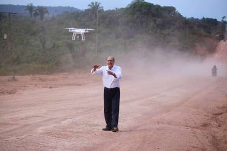 O presidenciável tucano GeraldoAlckmin grava vídeo com drone em Santarém (PA)