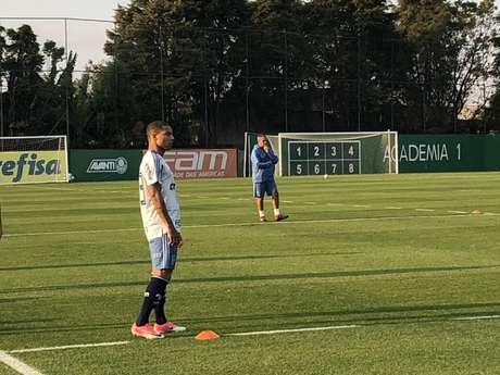 Lucas Minele durante treino do Palmeiras na Academia de Futebol, nesta quinta-feira (Foto: Lancepress!)