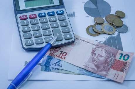 Em julho, o total de brasileiros com dívidas em atraso chegou a 63,4 milhões, segundo o Serviço de Proteção ao Crédito (SPC), contingente quase equivalente à população da Itália