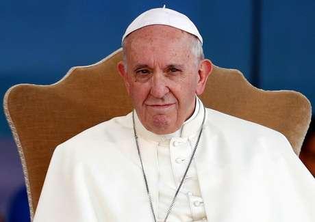 """A jornalistas, o Papa Francisco insinuou que pais e mães de crianças com """"tendências homossexuais"""" deveriam submeter os filhos a tratamento psiquiátrico"""