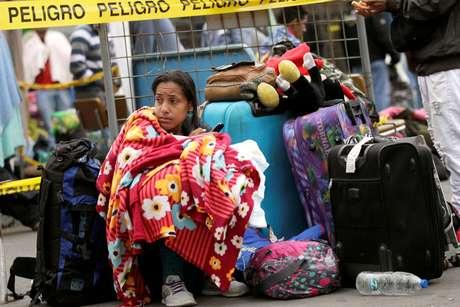 Imigrante venezuela espera na fila em Tulcán para registrar sua entrada no Equador 20/08/2018 REUTERS/Luisa Gonzalez