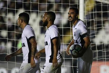 Comemoração do gol de Tiago Alves, do Ceará, em partida contra o Vasco, válida pela 19ª rodada do Campeonato Brasileiro, no estádio de São Januário, no Rio de Janeiro, nesta segunda-feira, 20.