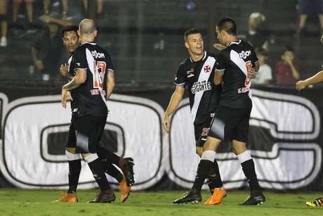 Wagner comemora gol com equipe durante Vasco da Gama x Ceará realizada no Estádio de São Januário pela 19ª rodada do Campeonato Brasileiro, nesta segunda-feira (20) no Rio de Janeiro, RJ.