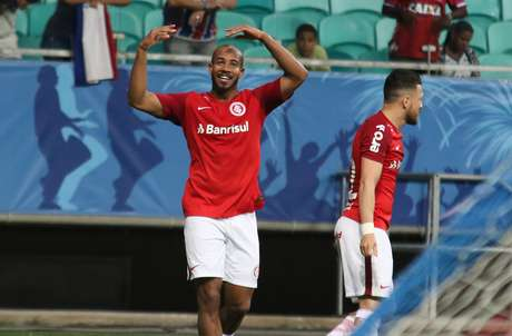 Patrick comemora gol do Internacional