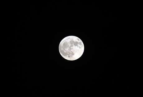 Lua cheia vista do deserto de Indio, na Califórnia