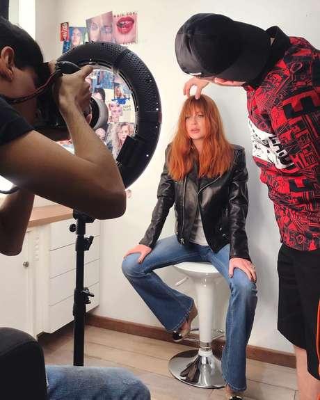 Marina Ruy Barbosa sendo fotografada por Lucas Mennezes (Fotos: Reprodução/Instagram)