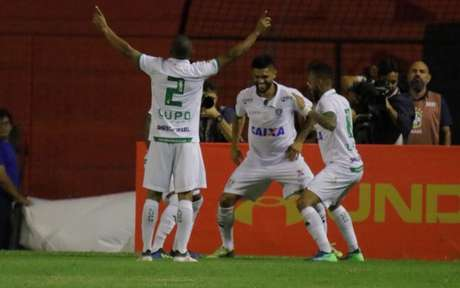 Coelho anotou dois gols no segundo tempo e garantiu a vitória na Ilha do Retiro. Veja a seguir imagens da partida