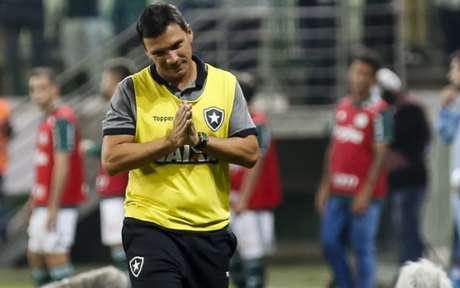 Zé Ricardo vem precisando lidar com muitos desfalques neste início de trabalho (Rodrigo Gazzanel/RM Sports)