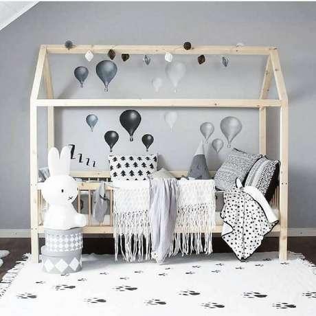 20. A cama montessoriana vem ganhando cada dia mais a decoração minimalista em quarto de bebê simples – Foto: Mini Verden