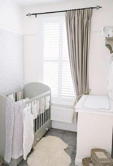 21. Decoração para quarto de bebê simples e pequeno em tons neutros e claros -Foto: Home Decoo