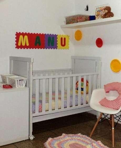 35. Decoração para quarto de bebê simples e barato com detalhes coloridos – Foto: Sueli Coelho